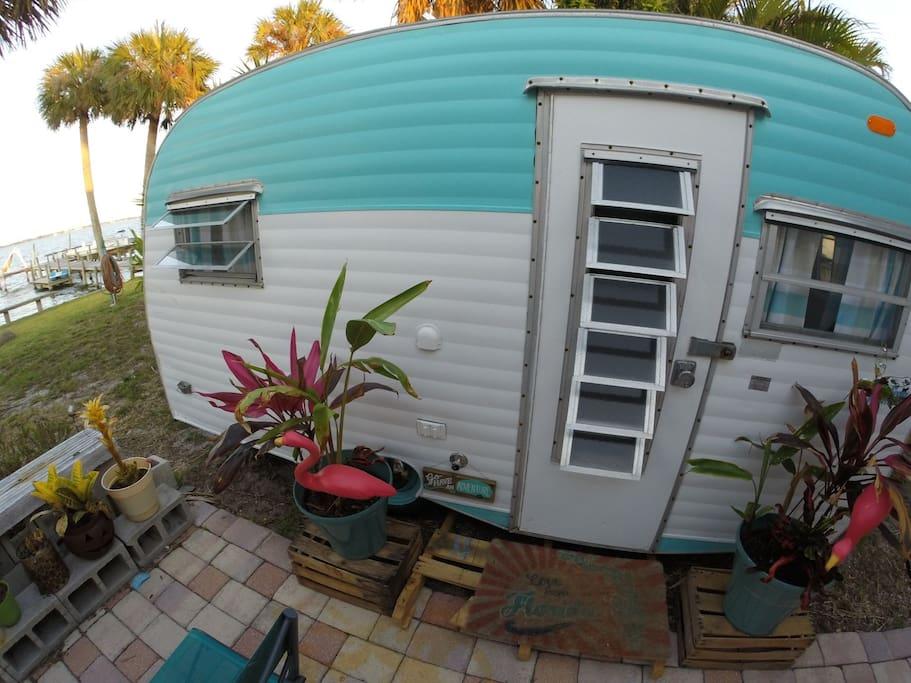 Airbnb vintage camper