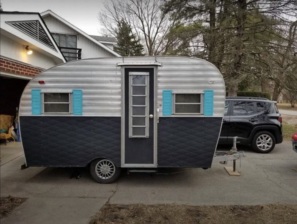 I Found This Vintage Camper For Sale And It Is A Cutie Arrow Heartline